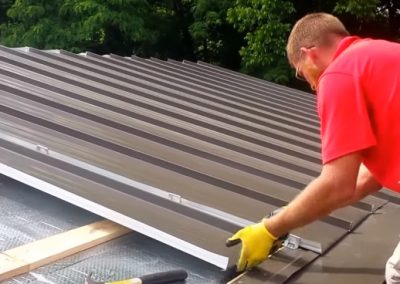 Oviedo Roofing Company Professional at work